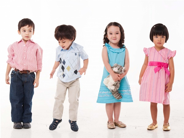 Bán quần áo trẻ em xuất khẩu online cơ hội nhưng nhiều thách thức