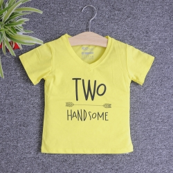 Áo thun cổ tròn tay ngắn in chữ Two Handsome