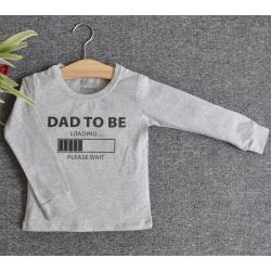 TDE7303- Áo thun trẻ em cổ tròn tay dài in chữ Dad to be (Xám)