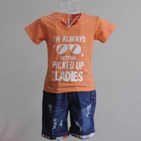 KST106 - KidSet Áo thun cổ tim màu cà rốt nhạt in chữ và quần Jean short lưng bo