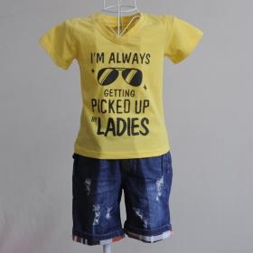 KST110 - KidSet Áo thun cổ tim màu vàng in chữ và quần Jean short lưng bo