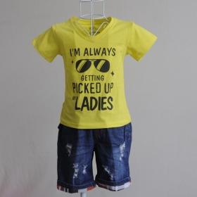 KST111 - KidSet Áo thun cổ tim màu vàng chanh in chữ và quần Jean short lưng bo