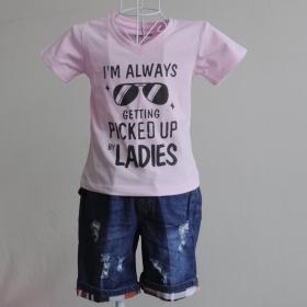 KST109 - KidSet Áo thun cổ tim màu hồng phấn in chữ và quần Jean short lưng bo