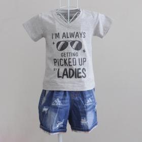 KST703 - KidSet Áo thun cổ tim màu xám in chữ I'm Alway Getting PickUp by Lady và quần jean short lưng thun