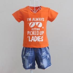 KST705 - KidSet Áo thun cổ tim màu cam cà rốt in chữ I'm Alway Getting PickUp by Lady và quần jean short lưng thun