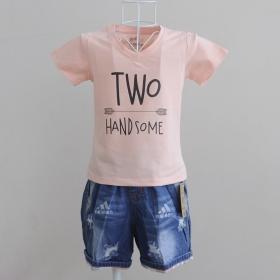 KST907 - Kidset áo thun cổ tim màu hồng cam in chữ Two Handsome và quần jean short lưng thun