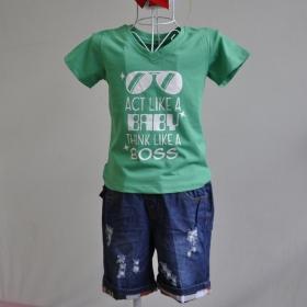 KST512 - Kidset áo thun cổ tim màu xanh lá in chữ Act like a baby think like a boss và quần jean short lưng bo